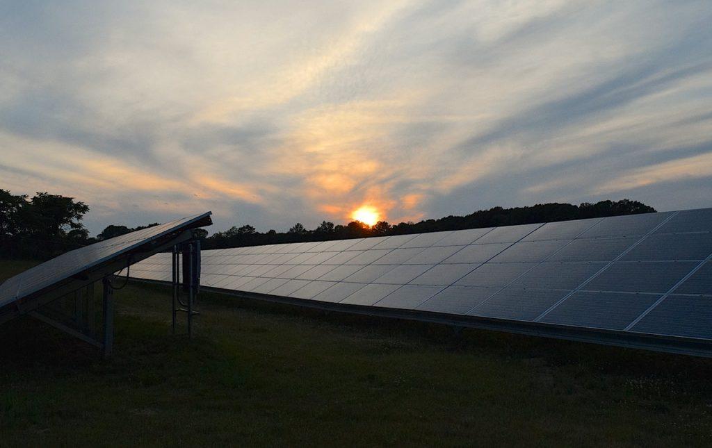 solar-panels-2458717_1280.jpg